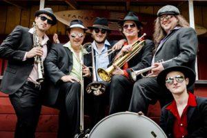 DIE!!! Weihnachtsfeier Flashmob mit  DIE !!! Brass Band aus Hannover
